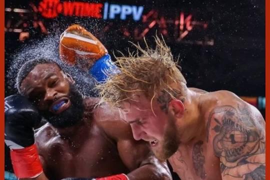 Блогер Джейк Пол победил в боксёрском поединке бывшего чемпиона UFC