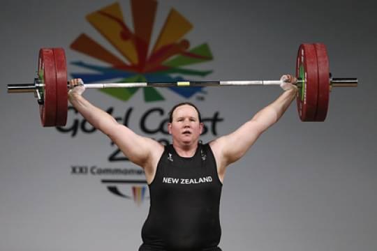 Штангистка-трансгендер провалила выступление на Олимпиаде в Токио