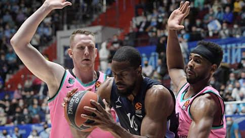 Питерские дошли до пятерки // Баскетбольный «Зенит» обыграл «Барселону» в четвертом матче первого раунда play-off Евролиги