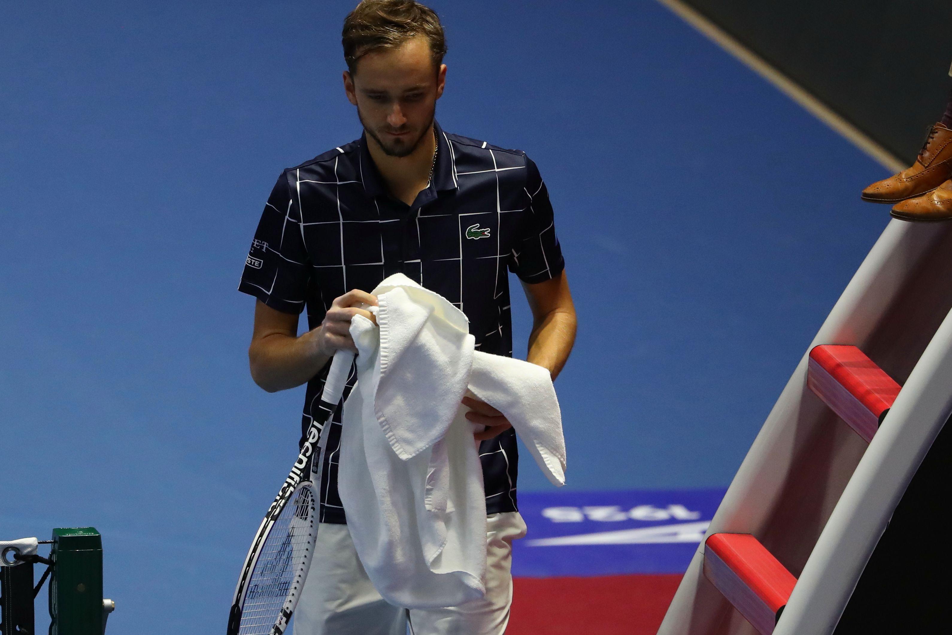 Теннис, АТР, Париж, полуфинал, Медведев - Раонич, прямая текстовая онлайн трансляция