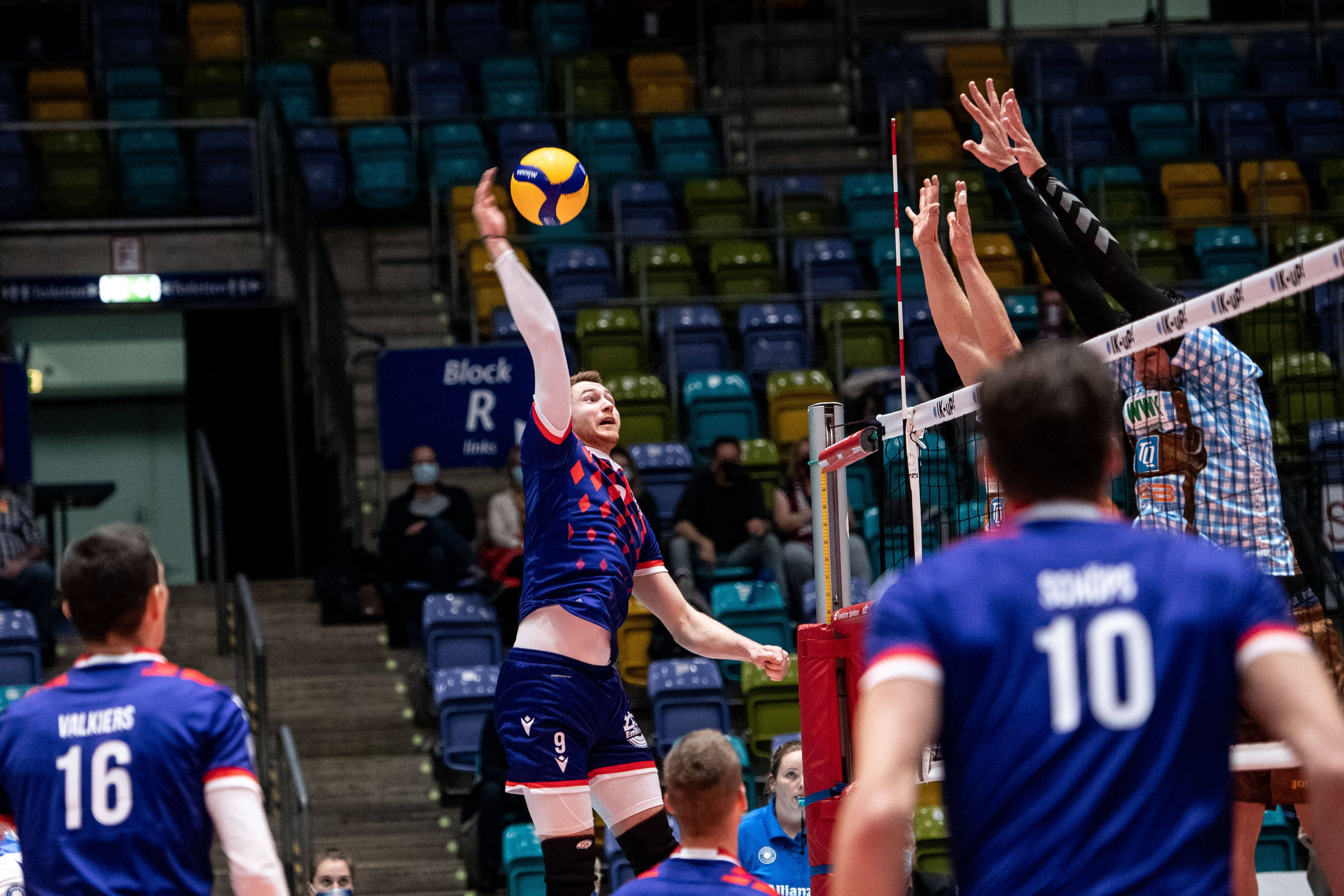 'Факел' выиграл у 'Урала' в Кубке России по волейболу