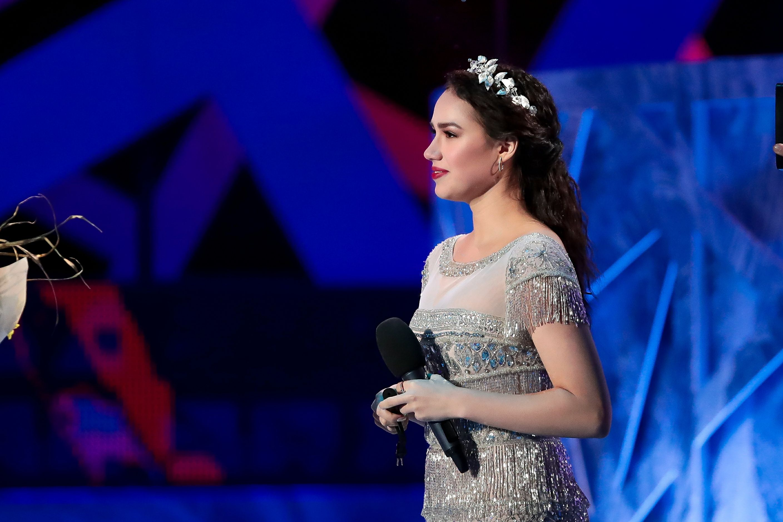 Новый образ Загитовой в 'ЛП': серебряное платье и венок. ФОТО