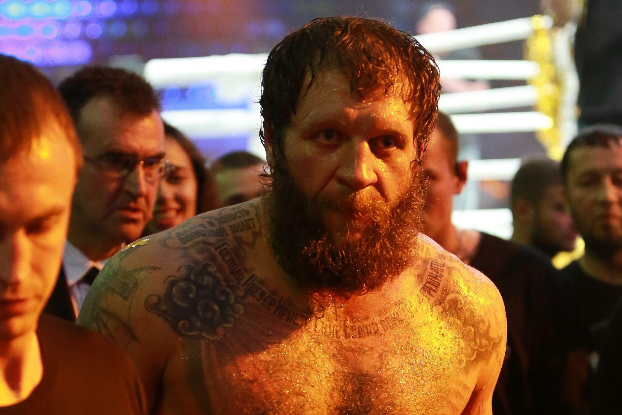 А. Емельяненко: 'Лучше буду в Чечне, в Москве надо постоянно кому-то помогать'