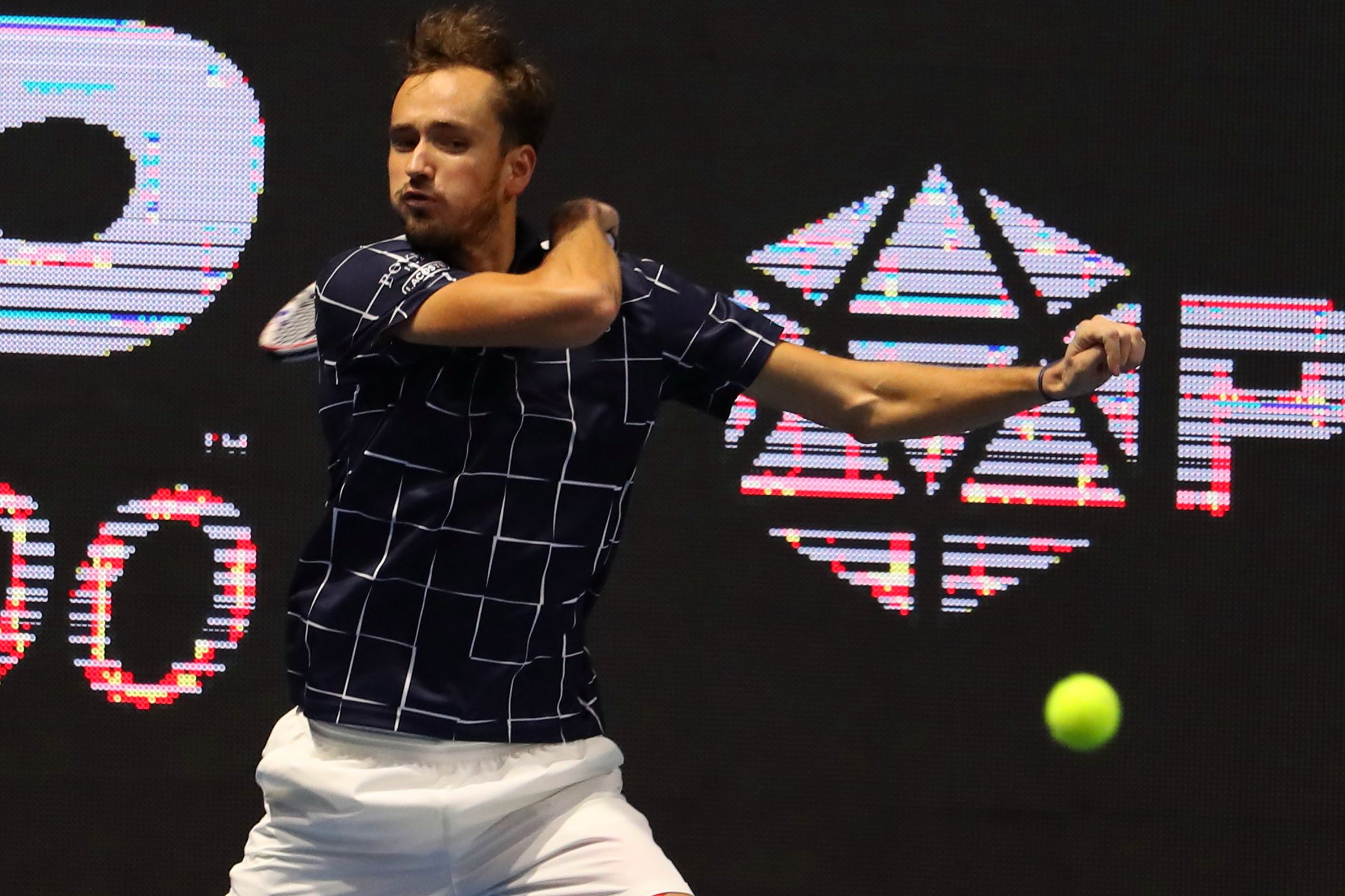 Давыденко: 'Физически Медведев готов побеждать в пятисетовых матчах, но не знаю, хватит ли ему моральных сил'