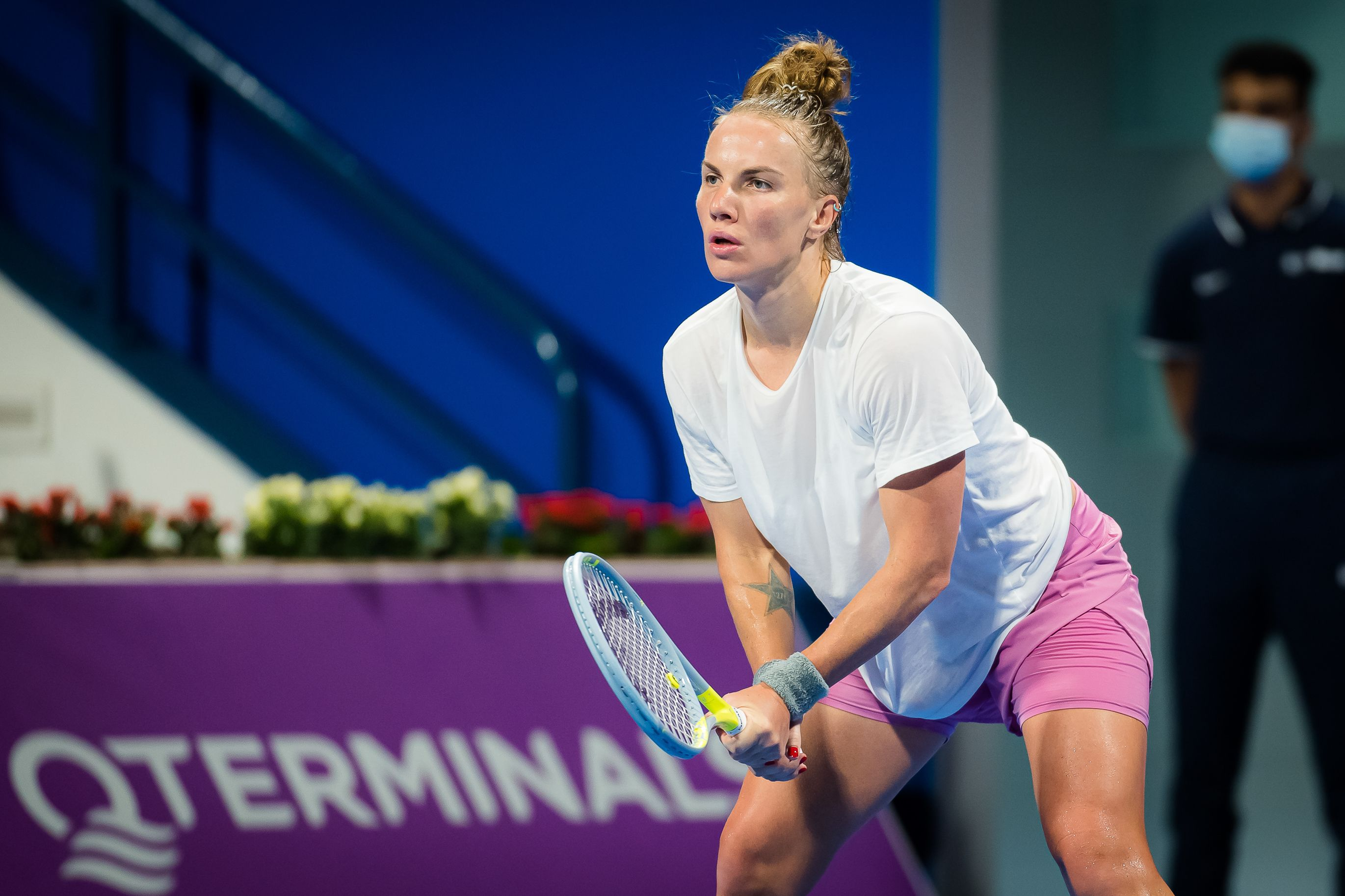 Кузнецова не сумела одолеть Крейчикову в третьем круге турнира в Дубае