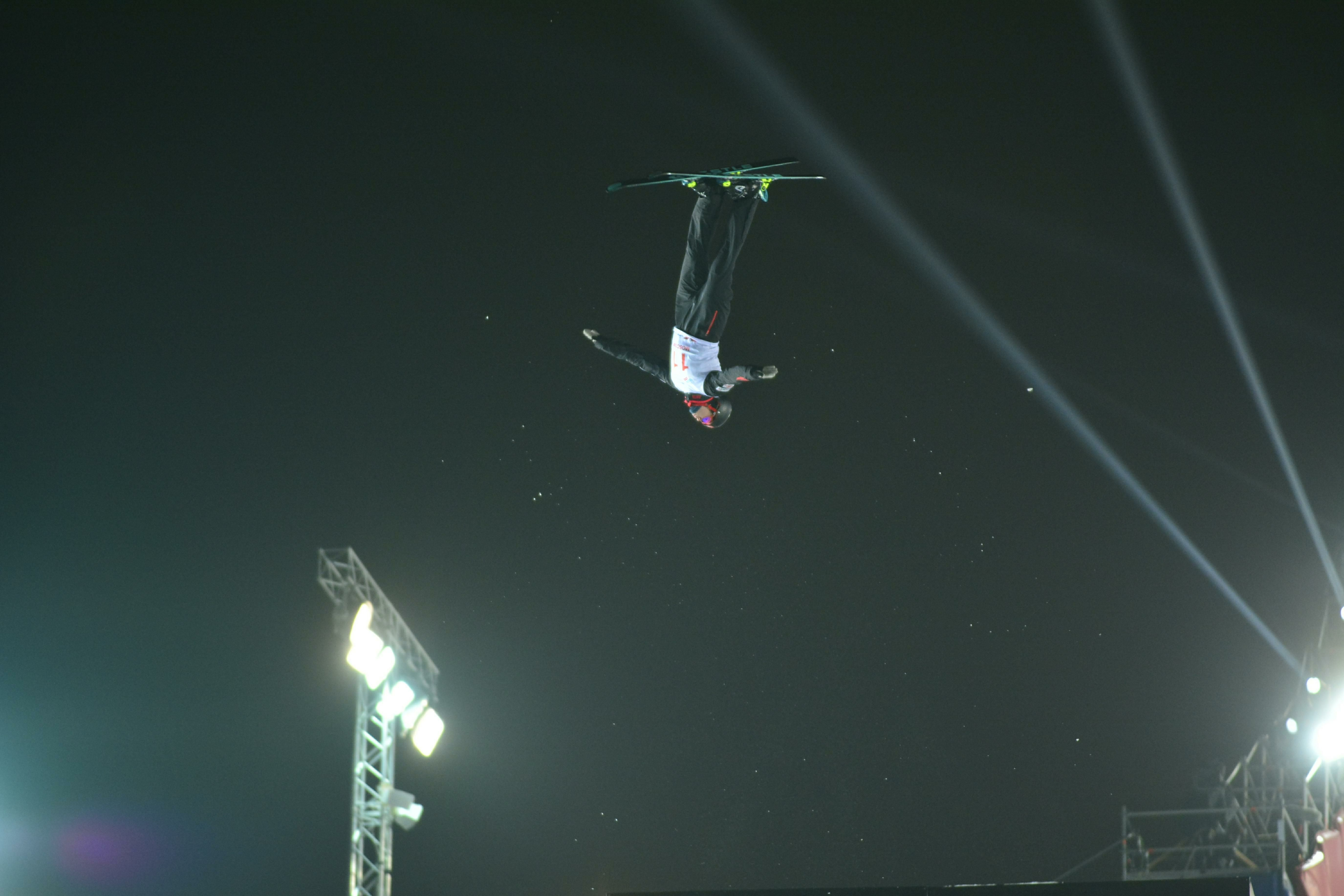Российский фристайлист Буров стал двукратным чемпионом мира в акробатике