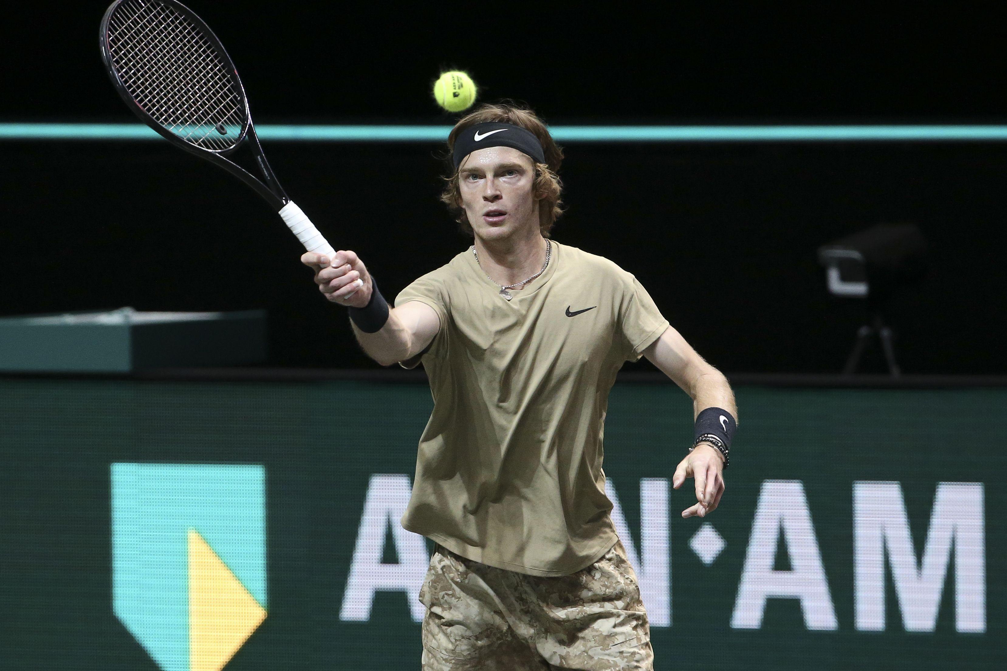 Рублёв вышел в полуфинал турнира в Дохе, не сыграв ни одного матча