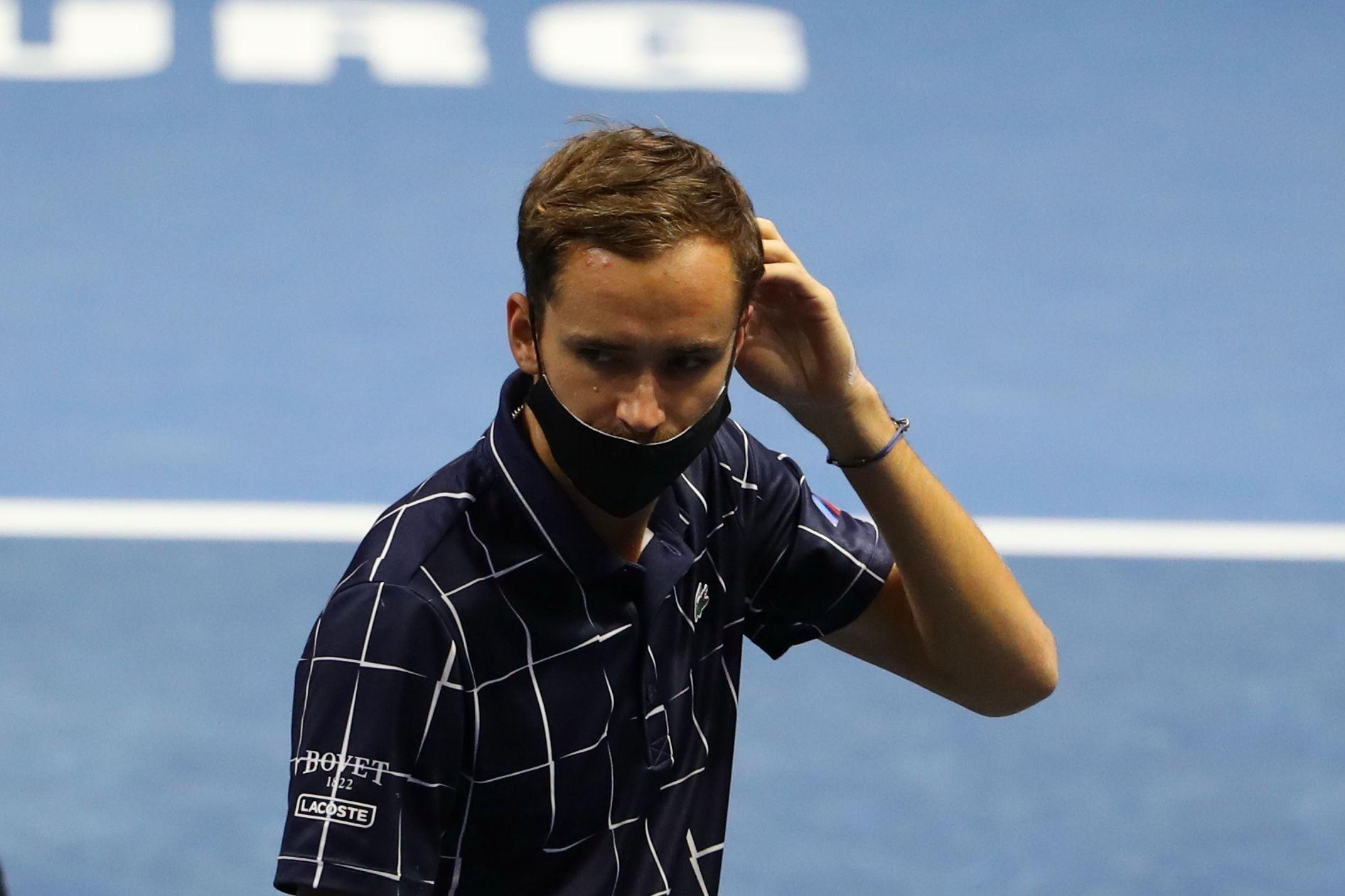 Медведев обыграл Синнера и вышел в 1/2 финала турнира в Марселе