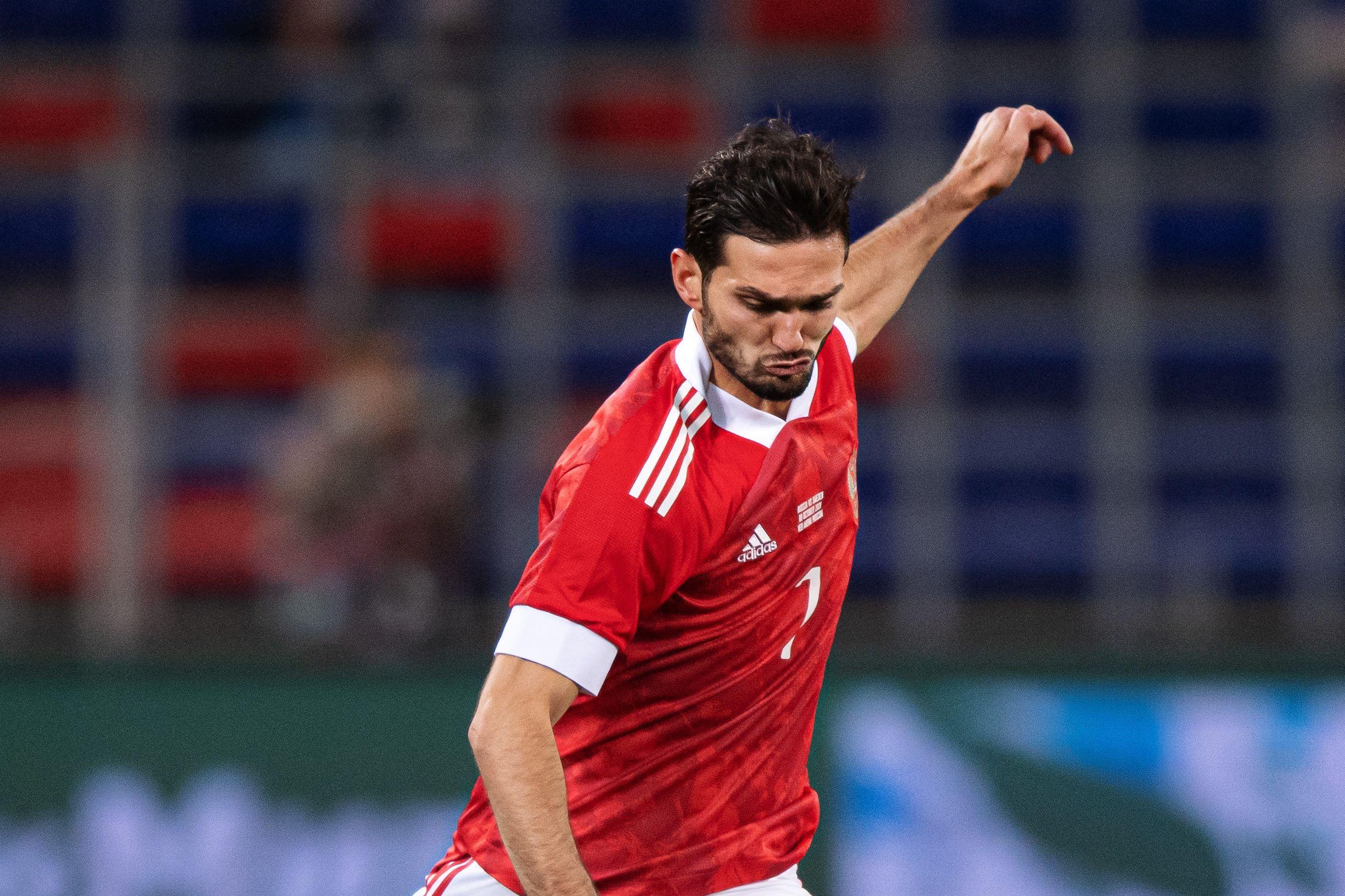 Оздоев из-за микротравмы будет тренироваться отдельно от футболистов сборной России
