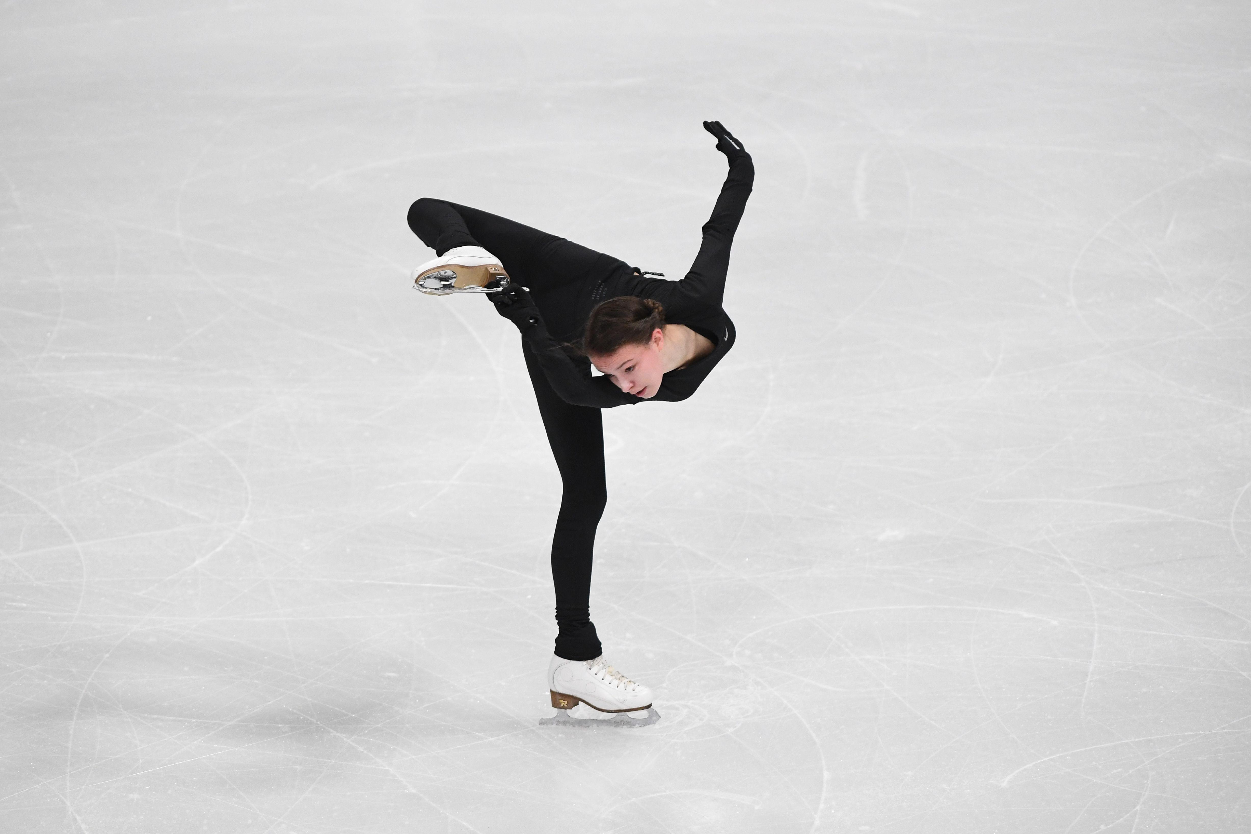 Щербакова дважды упала с четверных прыжков на тренировке в Стокгольме. ВИДЕО