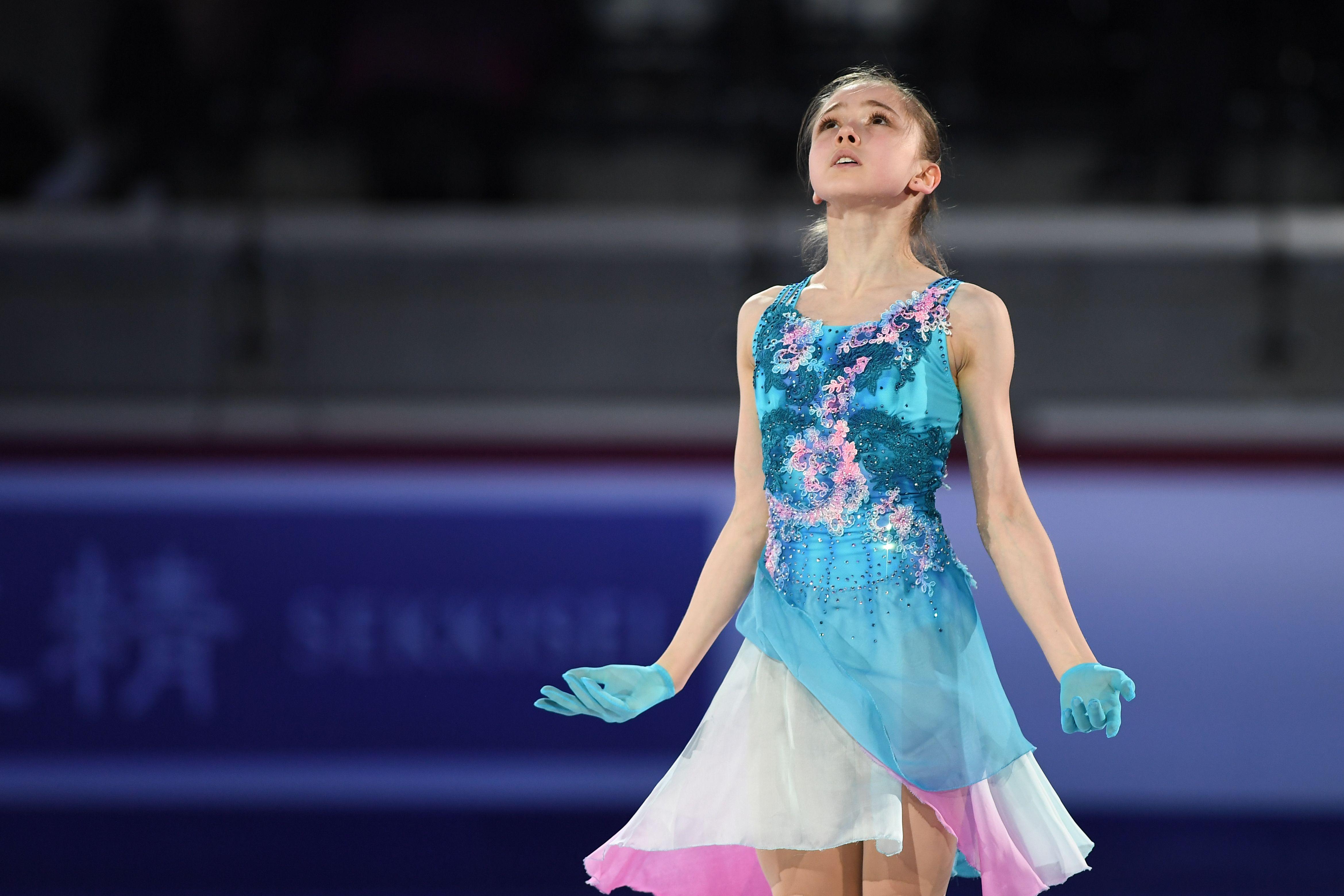 Забавный танец фигуристок Тутберидзе в поддержку Щербаковой перед стартом ЧМ. ВИДЕО
