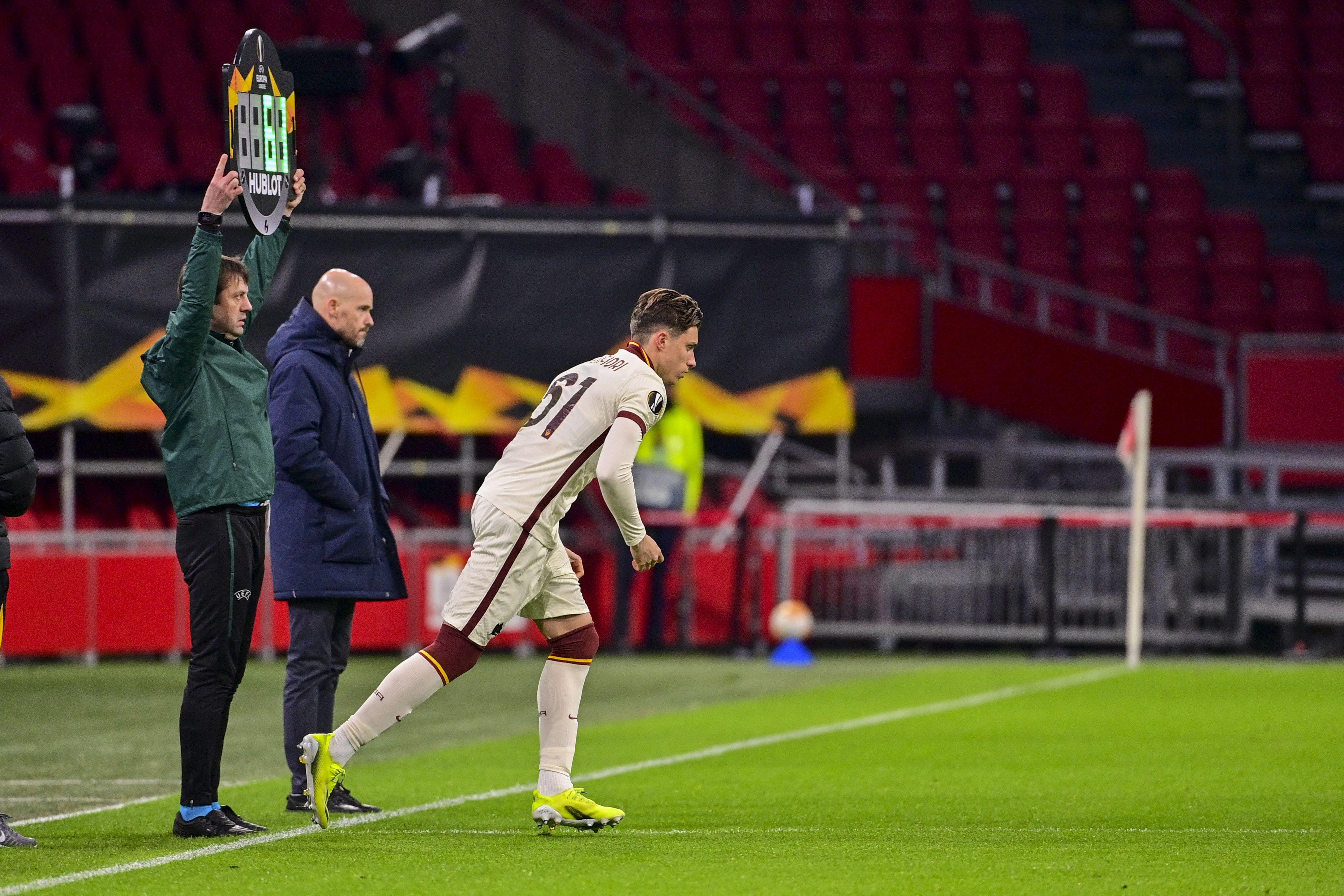 Защитник 'Ромы' забавно начал симулировать после того, как болбой попал в него мячом (ВИДЕО)
