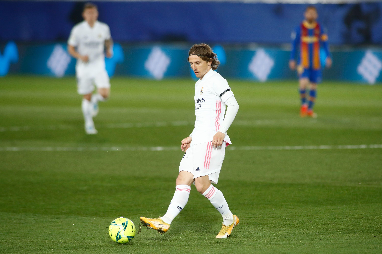 Модрич и Пике устроили небольшую перепалку после матча 'Реал' - 'Барселона' (ВИДЕО)