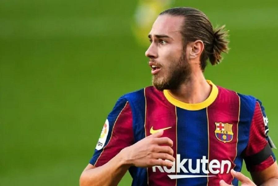 'Барселона' продлила контракт с Мингесой