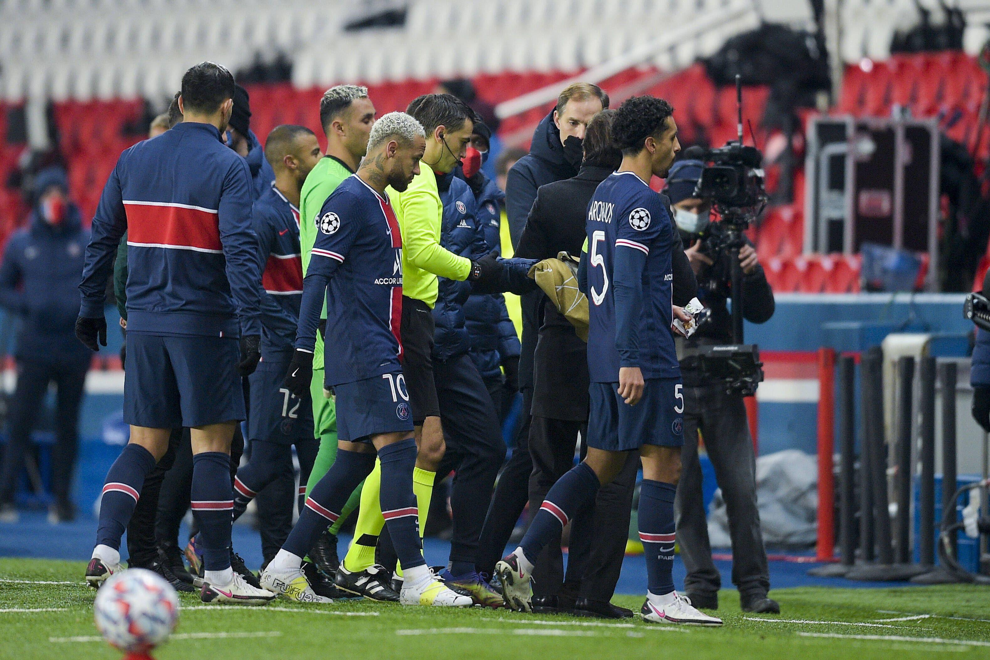 УЕФА оправдал румынского арбитра, которого обвиняли в расизме после матча 'ПСЖ' - 'Истанбул'