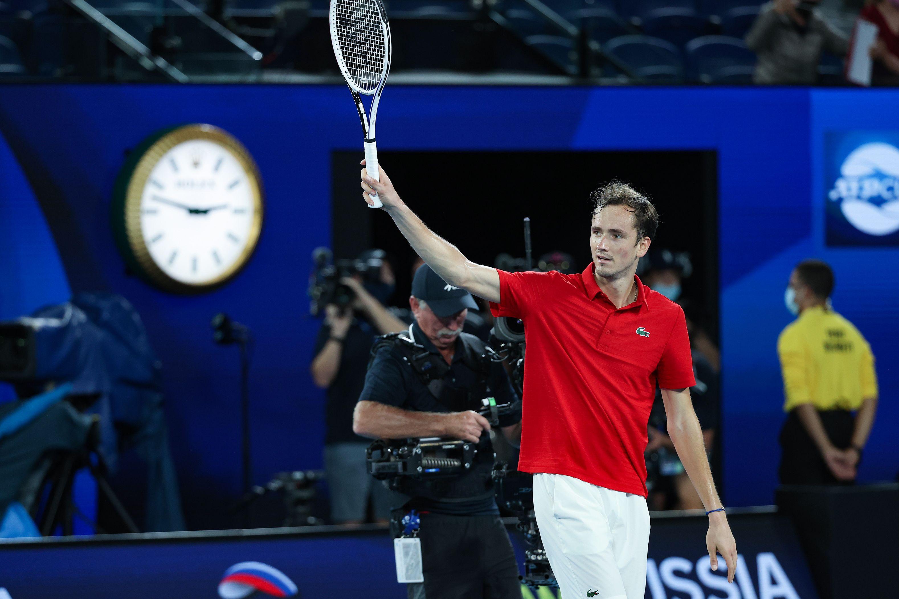 Медведев прокомментировал свою первую победу в пятисетовом матче