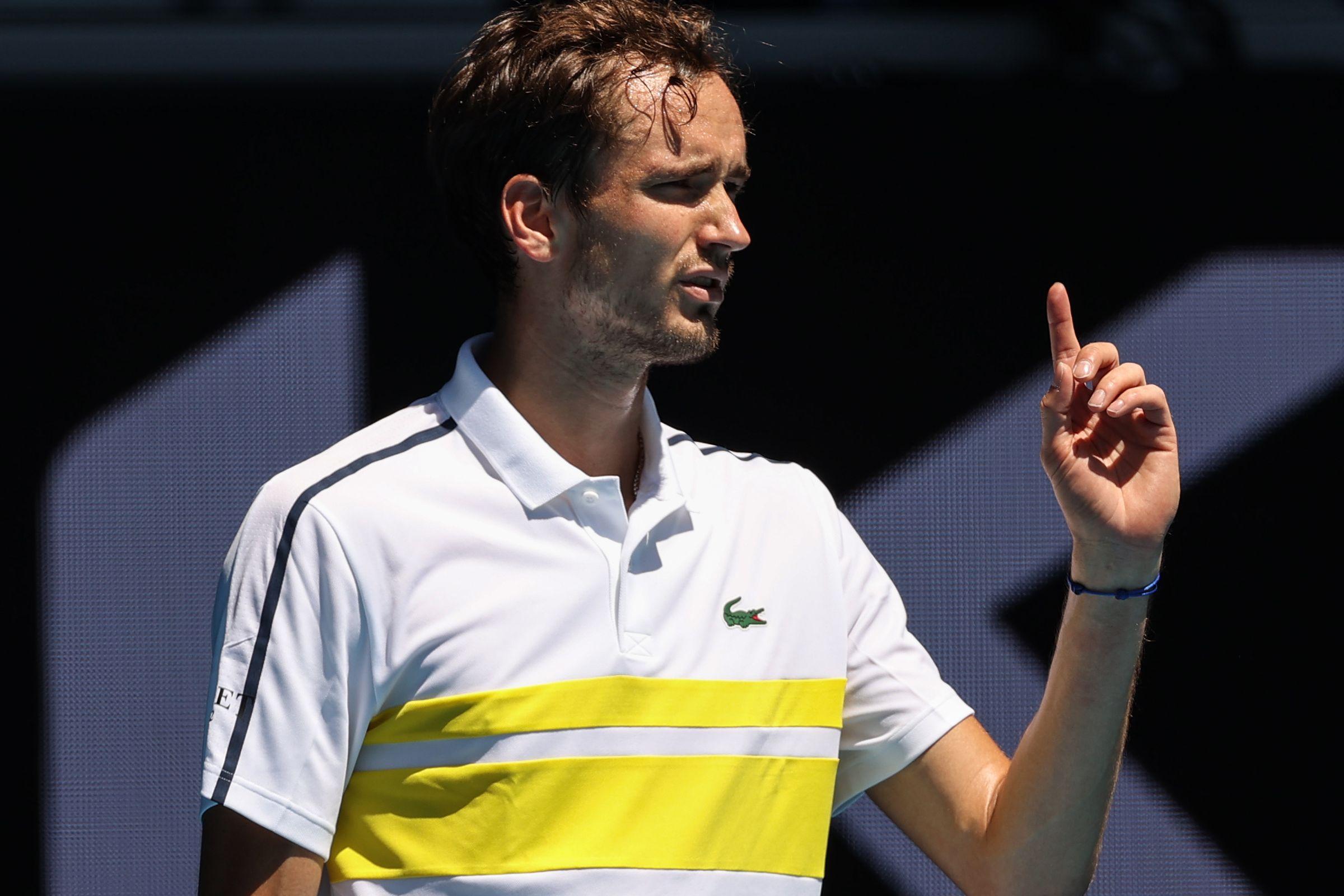 Как Медведев разобрался с Маккензи в 1/8 финала Australian Open. Видеообзор