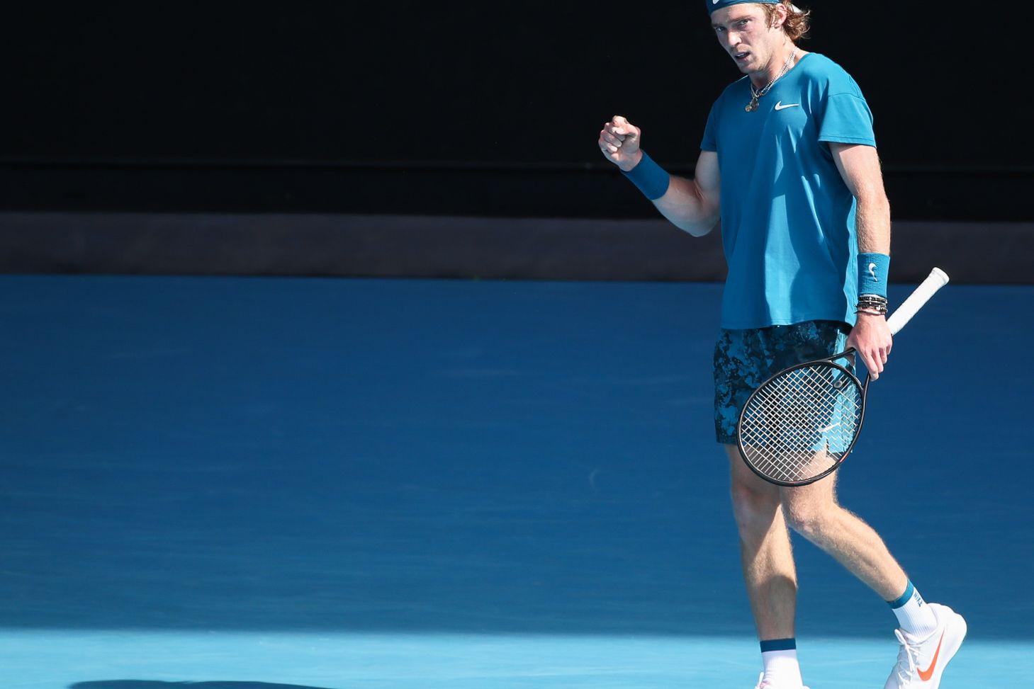 Рублёв — о матче против Медведева: 'По крайней мере, один российский игрок сыграет в полуфинале Australian Open'