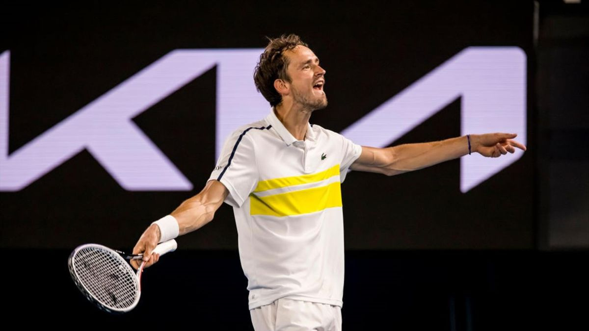 Australian Open. День двенадцатый: Медведев громит Циципаса в полуфинале, Соболенко и Мертенс выигрывают титул