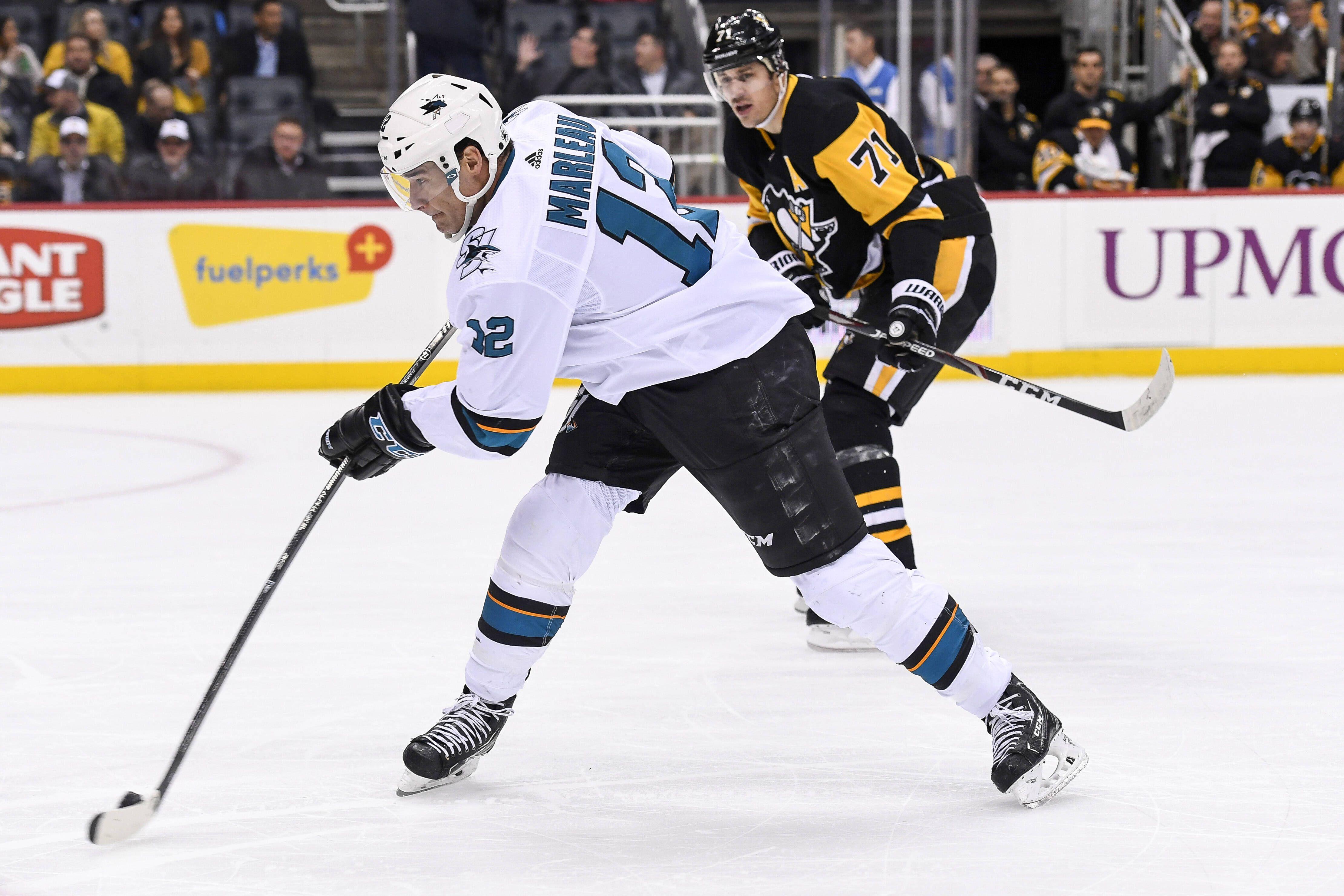 Россиянину Кныжову в дебютной драке в НХЛ разбили лицо (ВИДЕО)