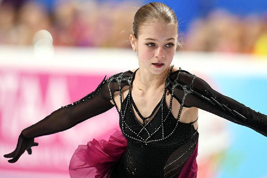 Повзрослевшая красавица Трусова опубликовала июльские снимки. ФОТО