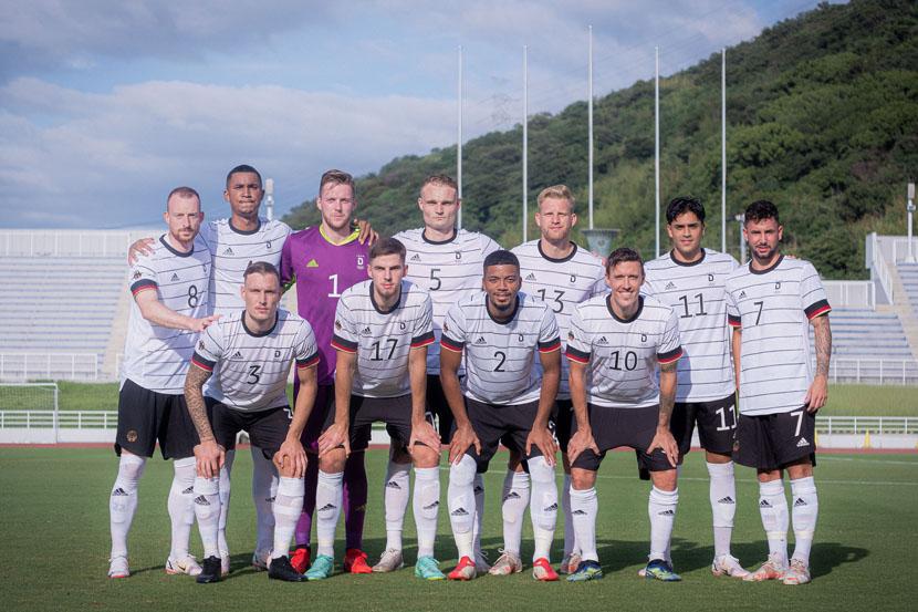 Футболисты олимпийской сборной Германии ушли с поля после расистских оскорблений