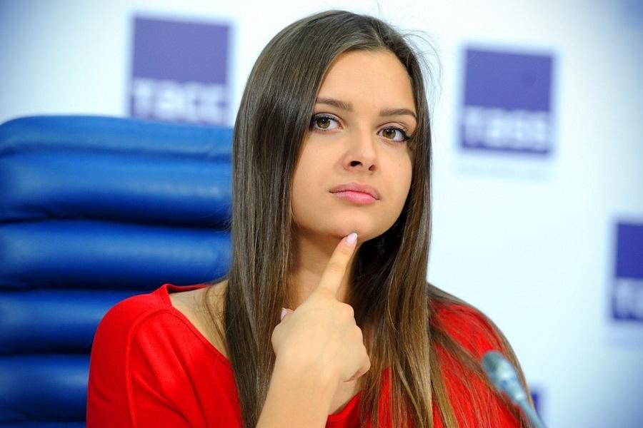 Гимнастка Севастьянова показала яркое фото в соблазнительном купальнике (ФОТО)