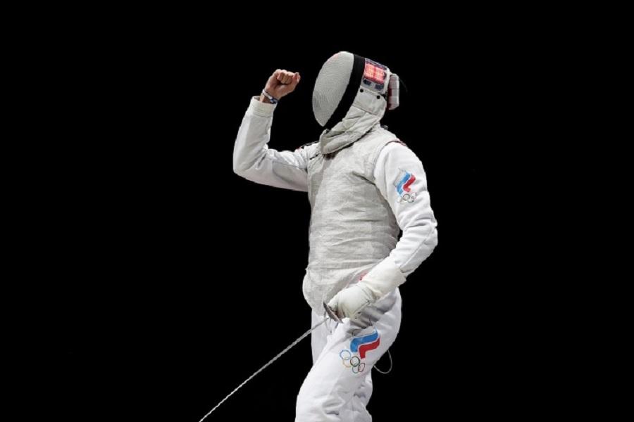 Российские рапиристы вышли в финал командного турнира ОИ-2020, победив в полуфинале США