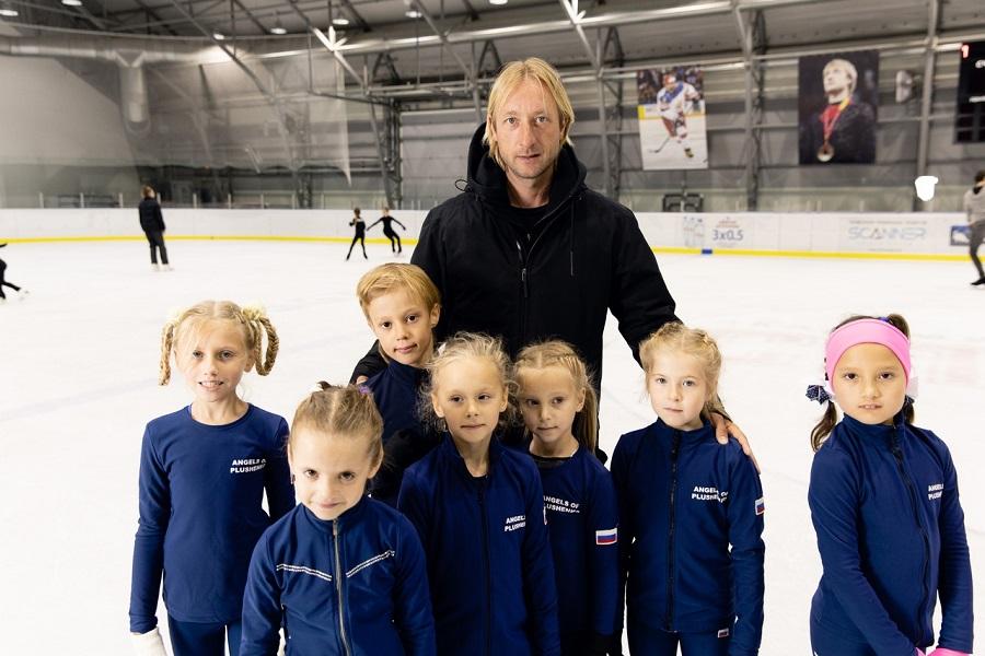 Плющенко поздравил юную фигуристку Сарновскую с днём рождения. ФОТО