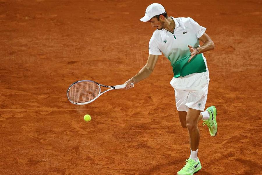 Медведев вышел в четвертьфинал турнира в Торонто