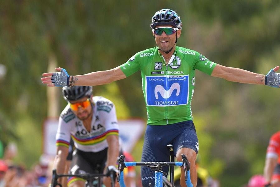 Испанский велогонщик Вальверде вылетел за ограждение во время этапа 'Вуэльты'. ВИДЕО