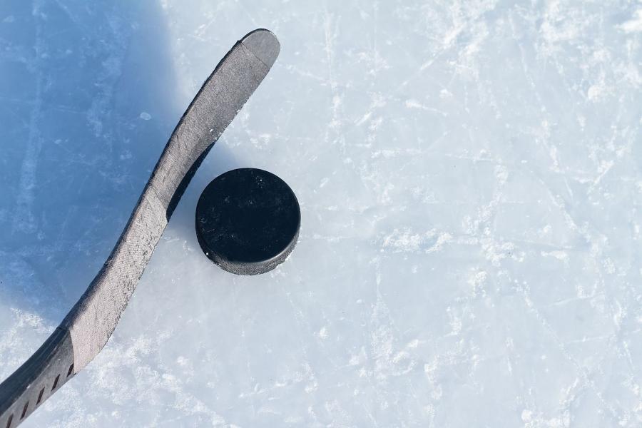 Бывший хоккеист 'Чикаго' обвинил тренера в сексуальном насилии