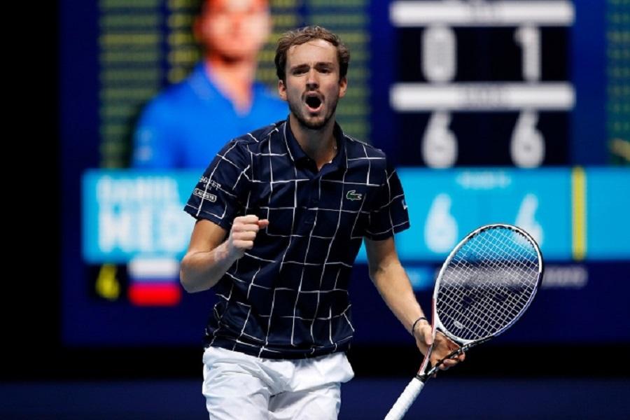 Медведев обыграл Фоньини в первом матче на турнире UTS4