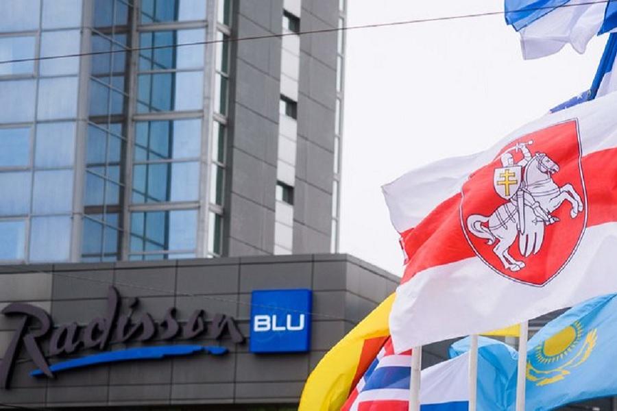 Рижский депутат высказался о замене флага Белоруссии на символику оппозиции
