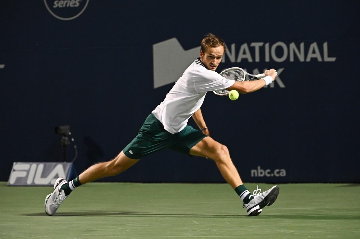 Медведев передал ракетку в Зал теннисной славы после победы на US Open (ФОТО)
