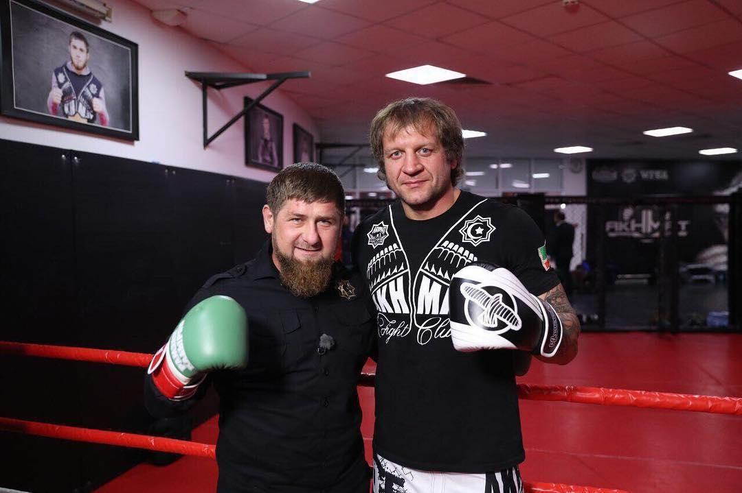 «Лучше уж я буду жить в Чечне, там вполне спокойный регион и режим, который не напрягает. Буду делать акцент на спорт и настраиваться на победы!»: Александр Емельяненко рассказал свои планы по возвращению в Чечню