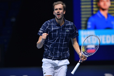 Медведев обыграл Надаля в полуфинале Итогового турнира ATP