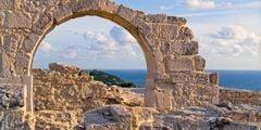 Привитых туристов пускают на Кипр без тестов и карантинов