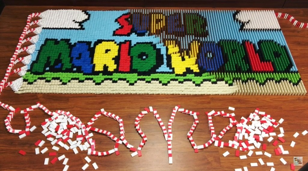 «Супер Марио» из 81000 костяшек домино: видео