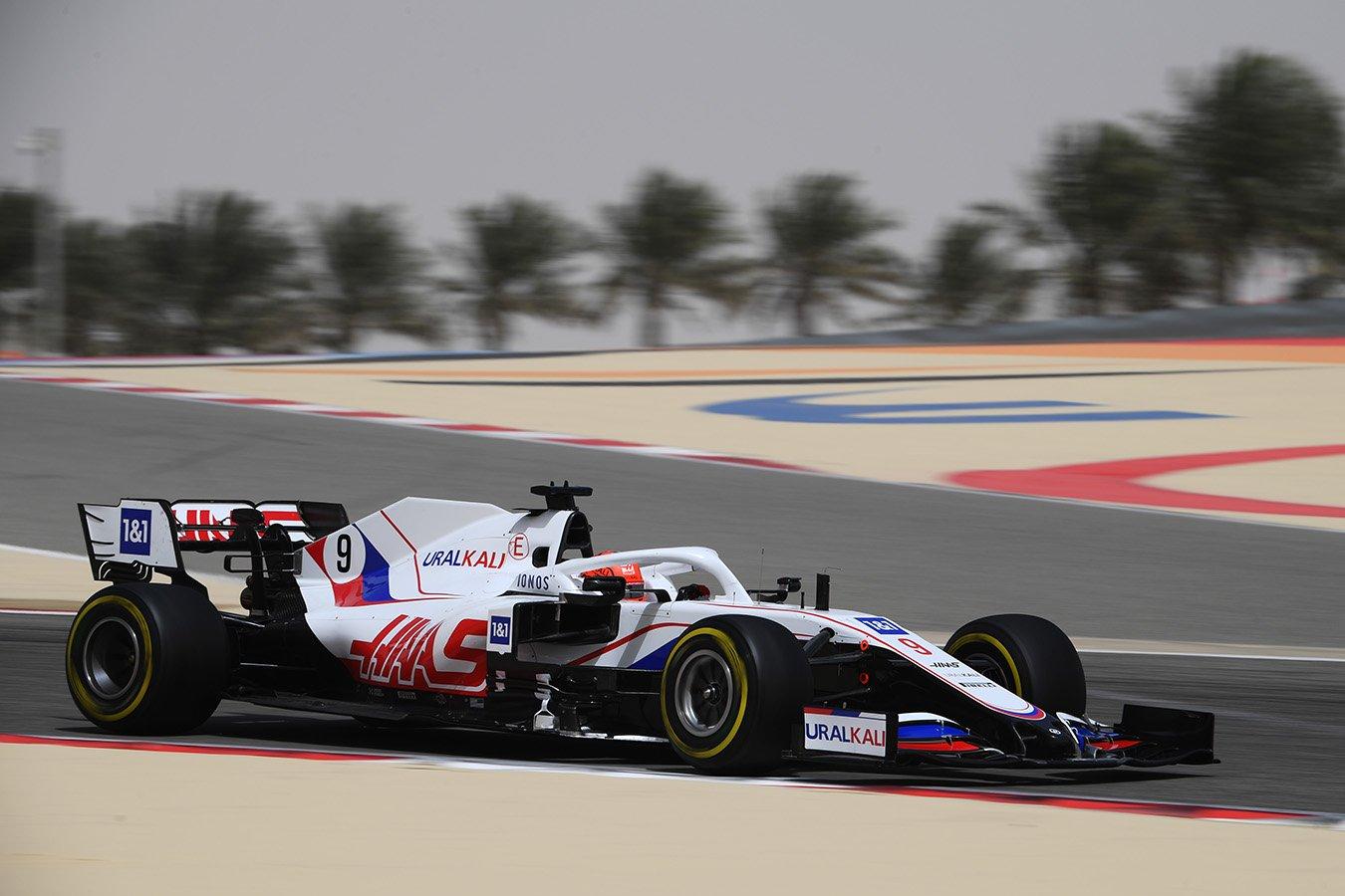 Мазепин рассказал, почему чуть не врезался в стену во время гонки Формулы-1 в Баку
