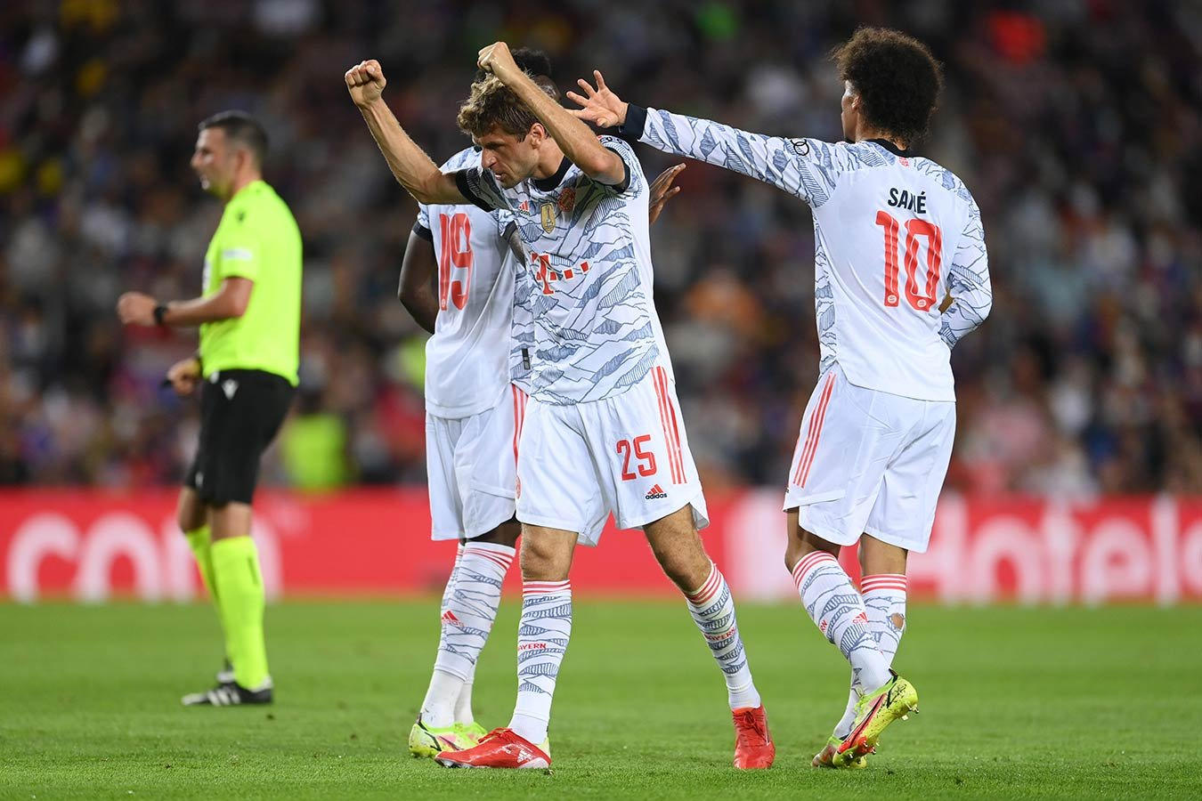«Бавария» обыграла «Барселону» благодаря голам Мюллера и Левандовского