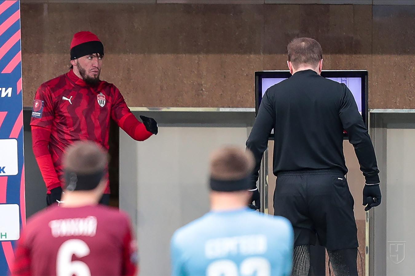 Глушаков ругался с Мирзовым, Вилков отменял красную. Фото разгрома «Химок» от «Крыльев»