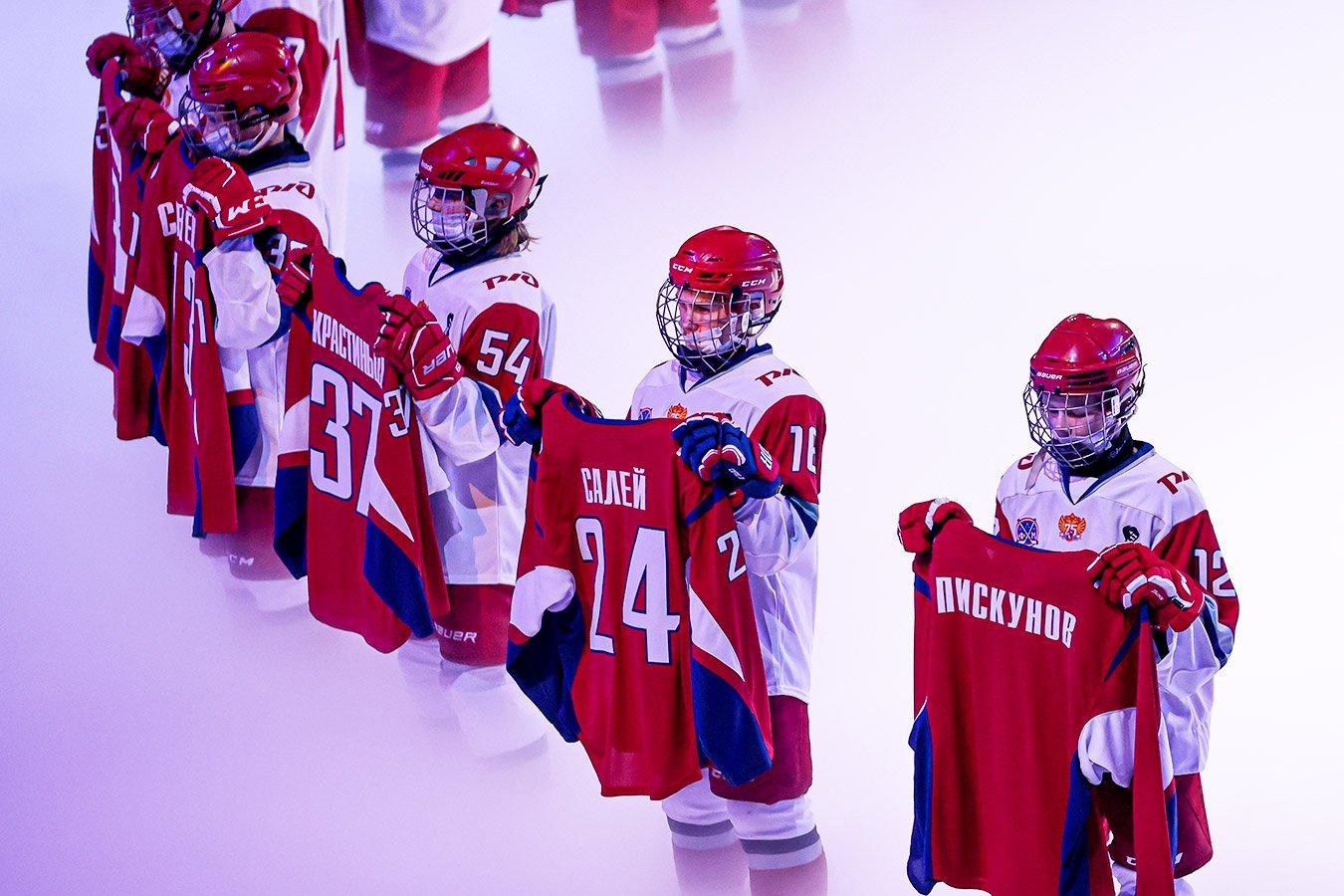 Ярославль скорбил по «Локо», игрок «Динамо» почтил память после гола. Фото с матча