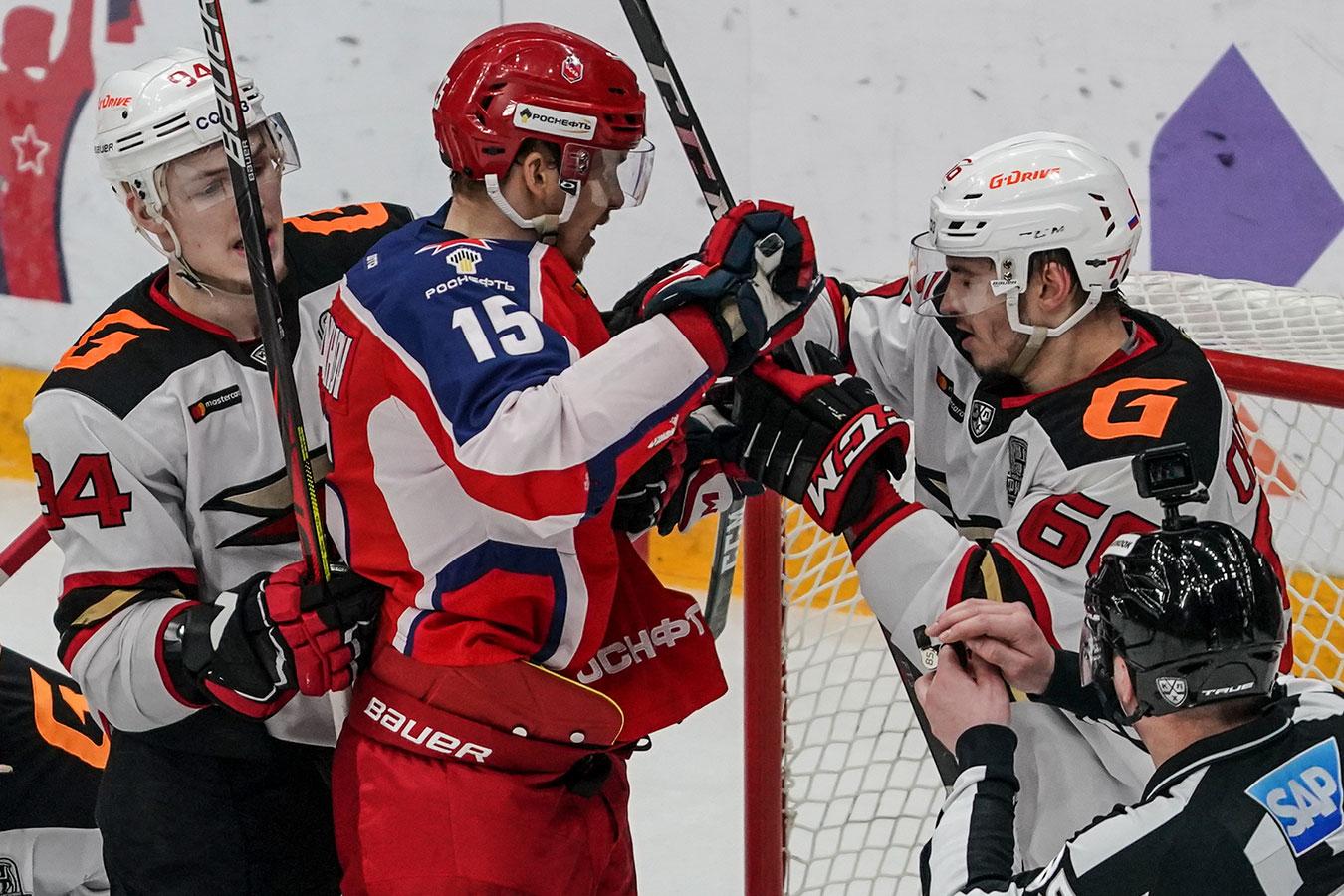 Ковальчук присматривался к кубку, Карнаухов сцепился с Чистяковым. Фото победы «Авангарда»