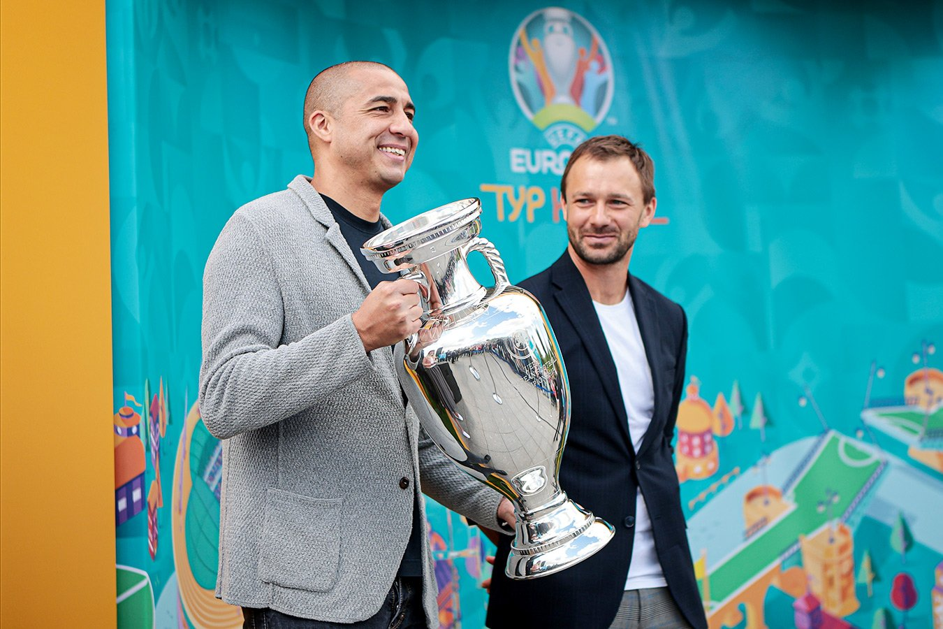 Давид Трезеге и Дмитрий Сычёв представили Кубок Европы в Москве. Лучшие фото с выставки
