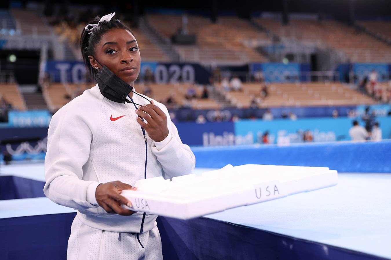 Байлз тайно тренировалась в зале за пределами Токио перед завоеванием олимпийской бронзы