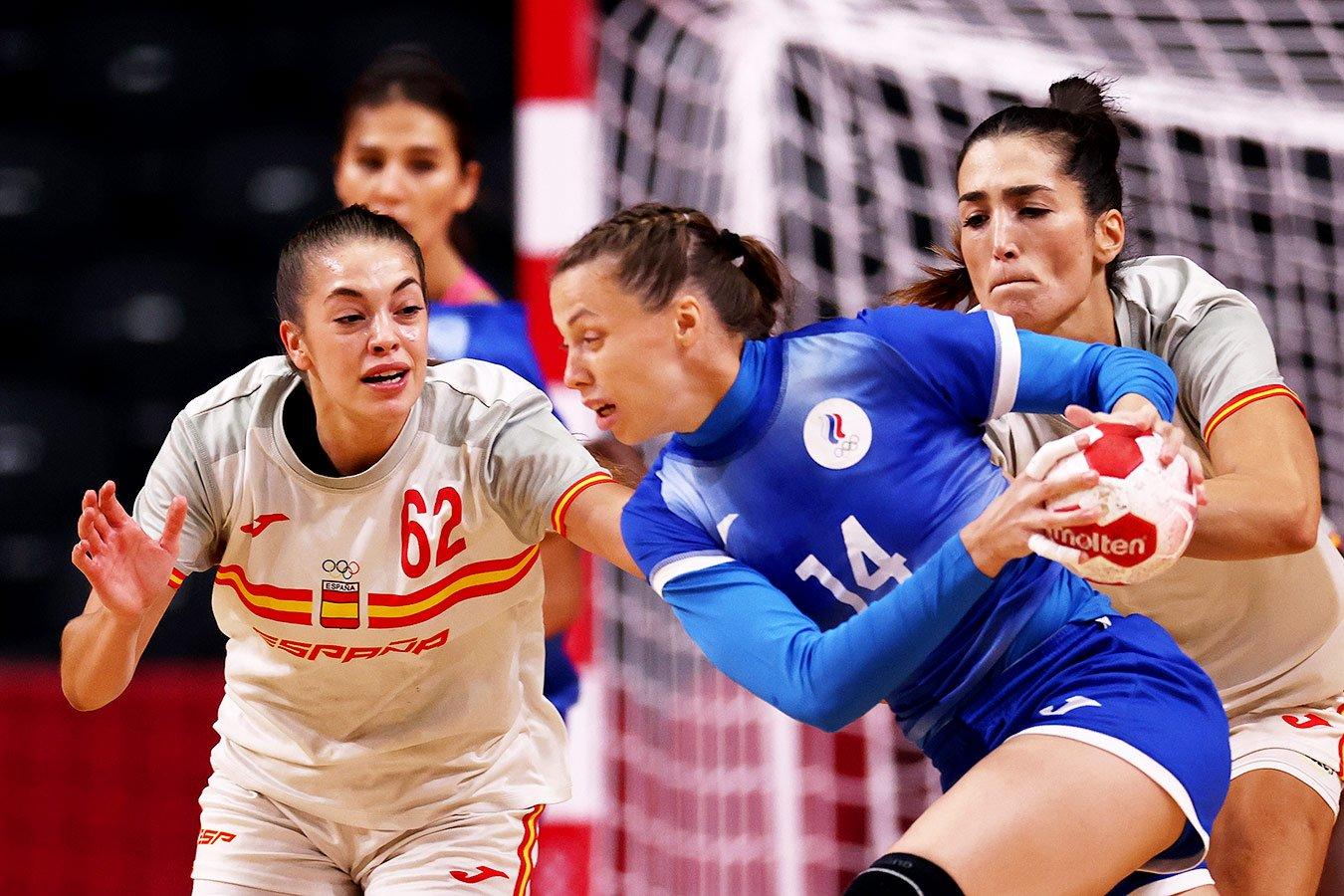 Женская сборная России по гандболу обыграла Испанию и вышла в плей-офф ОИ со второго места
