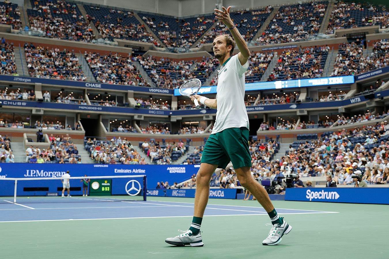 Медведев обыграл Эванса и вышел в четвертьфинал US Open