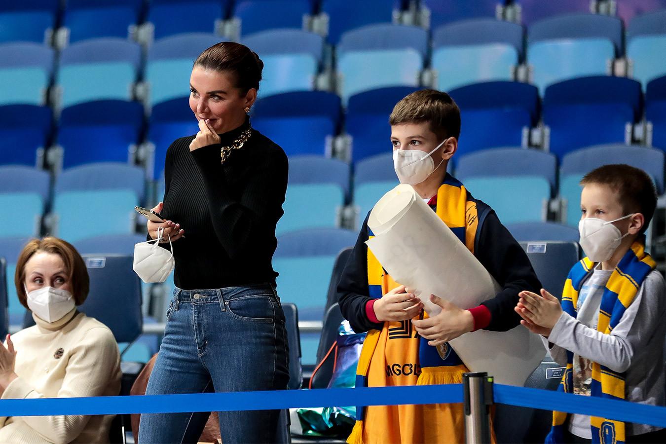 ОМОН наблюдал за матчем, Седокова пригласила фанов в VIP. Лучшие фото поражения «Химок»