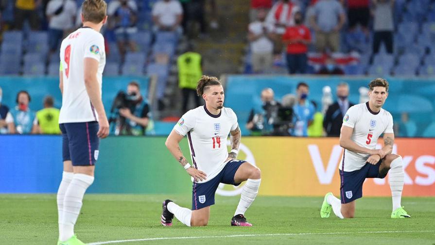 Сборная Англии в полном составе преклонила колено перед матчем Евро, украинцы - нет